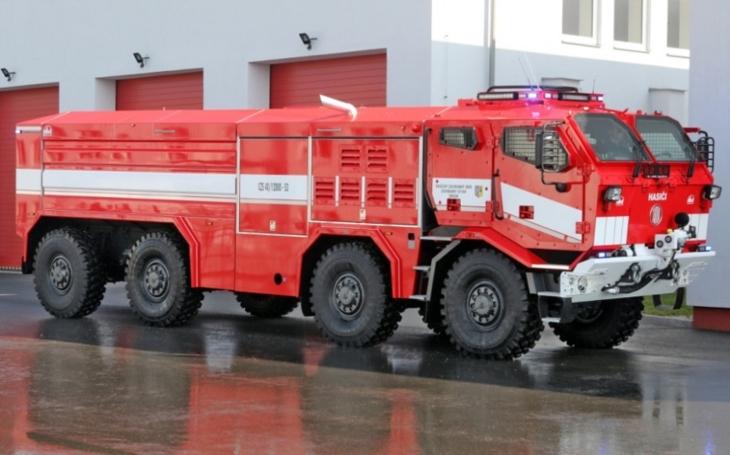 Hasiči převzali nové zodolněné speciály TATRA s pancéřovanými kabinami