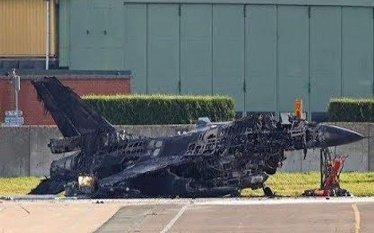 Pracovník údržby omylem vystřelil z kanonu a poslal F-16 do šrotu