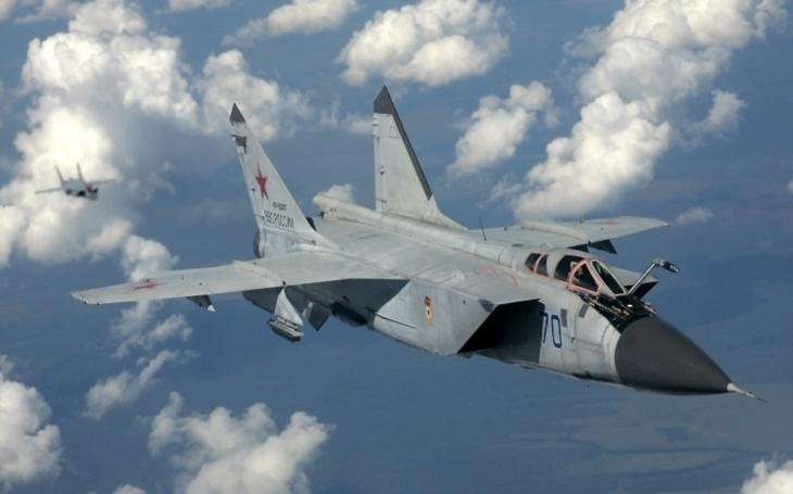 MiG-31 s protidružicovou střelou?