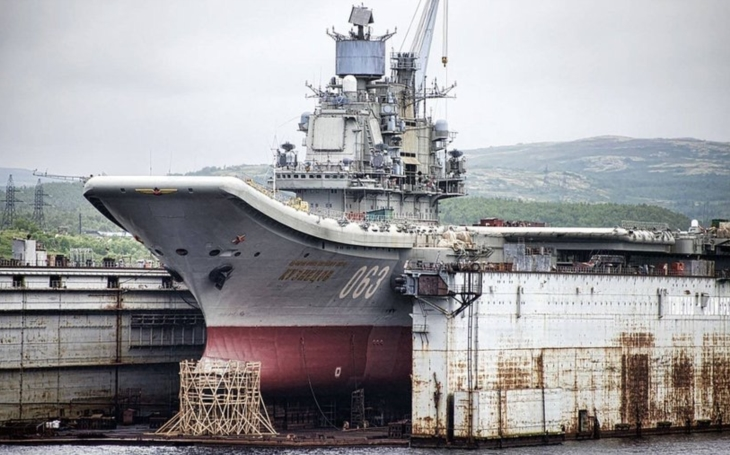 Oprava a modernizace ruské letadlové lodi Admiral Kuzněcov se pohybuje podle algoritmu popsaného Leninem: krok vpřed, dva kroky zpátky