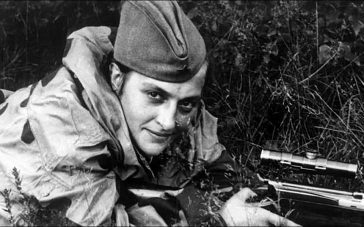 Je mi 25 let a zabila jsem 309 nacistů. Sovětská ostrostřelkyně Lyudmila Pavličenková se s nepřítelem nemazala