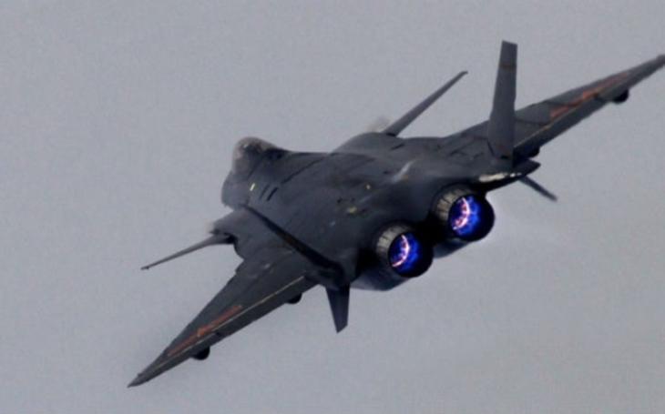 Motory jako hlavní nedostatek. Může být čínský stíhač J-20 i přesto konkurencí pro F-35?