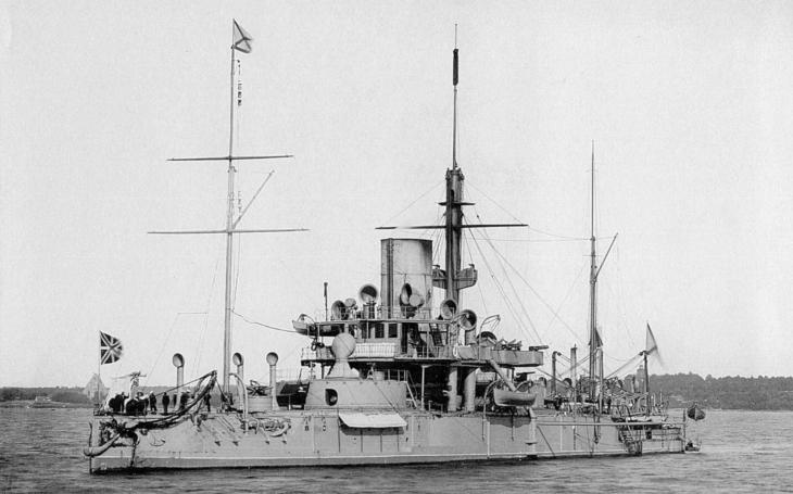 Ruská válečná loď Petr Veliký si musela zajet pro pořádný parní stroj do Anglie