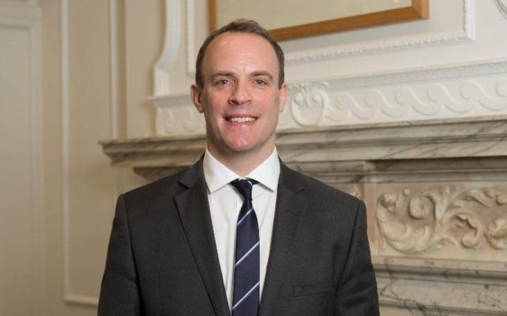 Britský ministr pro brexit Dominic Raab rezignoval
