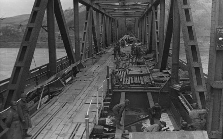 Útok proudových letounů na most u Remagenu už třetí říši nespasil