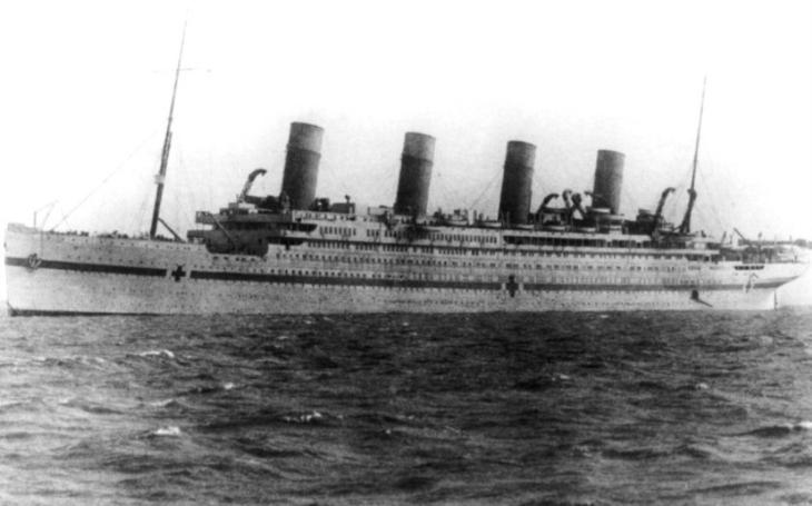 Nenajel na ledovec, ale na minu. Sesterská loď Titaniku Britannic našla zkázu v Egejském moři