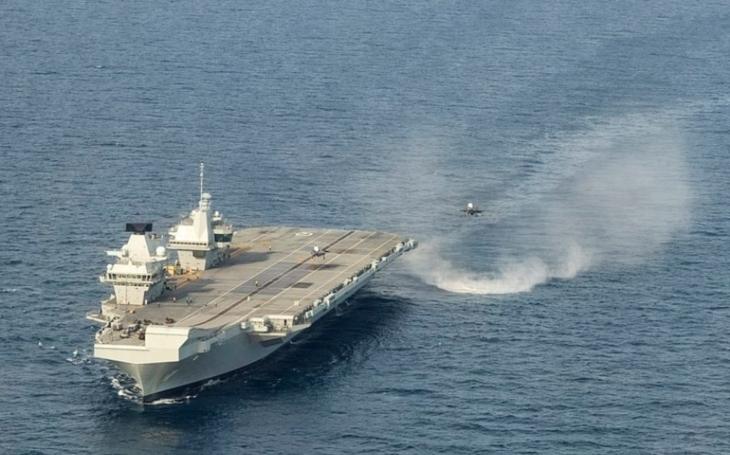 Zkoušky F-35B na britské letadlové lodi HMS Queen Elizabeth