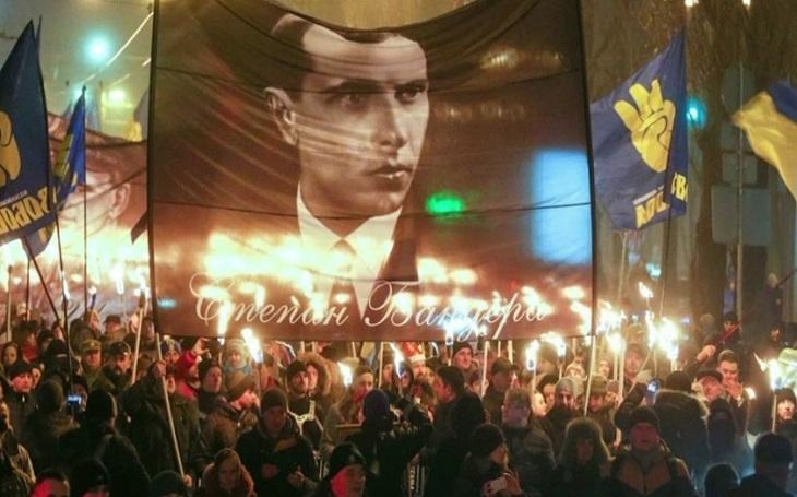 Vrazi jsou nyní váleční veteráni. Kam je Ukrajina schopná zajít ve velebení banderovců?