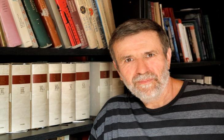 Pokud se něco zásadního v myšlení evropské společnosti nezmění, tradiční křesťansko-liberální svět zmizí, říká spisovatel Vlastimil Vondruška