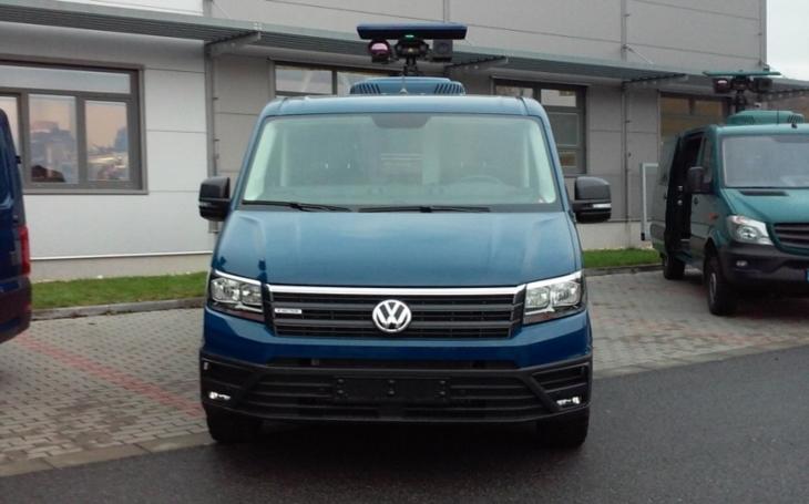 Policie ČR slavnostně převzala 5 monitorovacích vozidel VW Crafter s termovizní technikou
