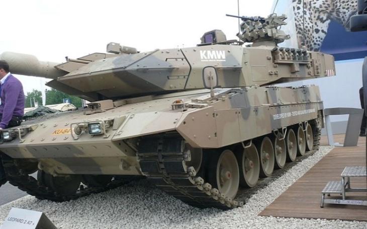 Maďarsko modernizuje svou armádu. Podepsalo smlouvu na dodávku tanků Leopard 2 A7+ a houfnic PzH 2000