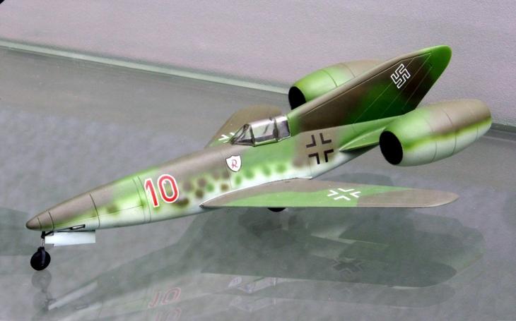 Nacistický letoun Ta 283 měl být poháněn náporovým motorem a na obloze nahradit legendární Me 262