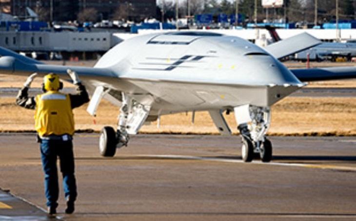 Bezpilotní vzdušný tanker MQ-25 Stingray jako drahá ,,hračka&quote; amerického námořnictva