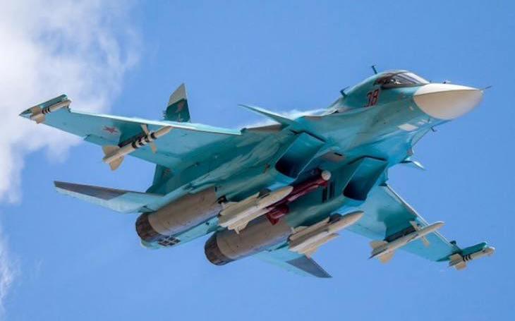 Dva ruské stíhací bombardéry Su-34 se srazily nad Japonským mořem. Piloti se stihli katapultovat