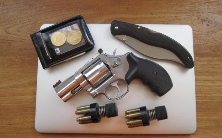 Josef Mádl - revolver je pro sebeobranu nejen vhodný, ale doslova přímo stvořený