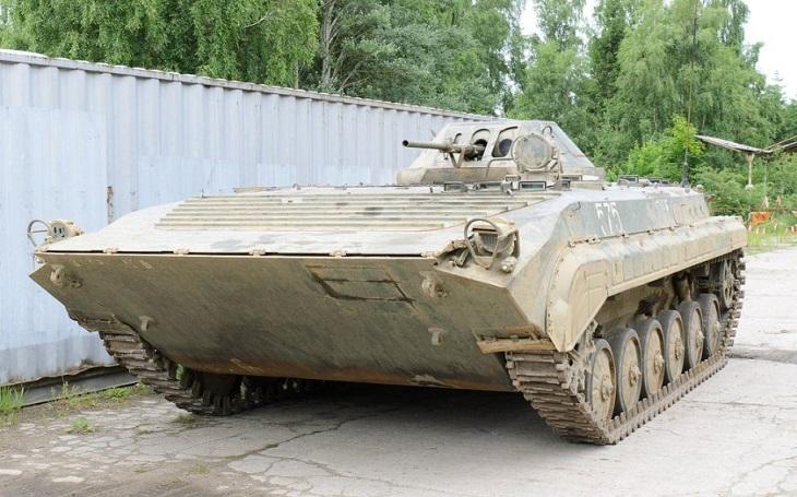 Obrněný transportér OT-90 - československý obojživelník, kterému posměšně přezdívali ,,Havlův tygr&quote;