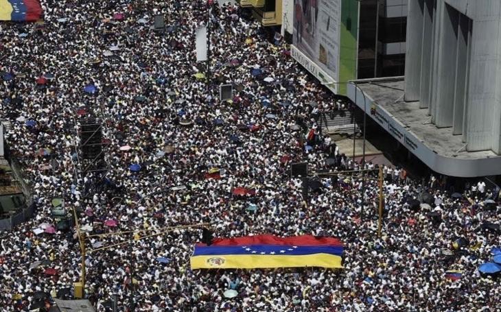 KOMENTÁŘ: Bojiště Venezuela, kdo na něm zvítězí?