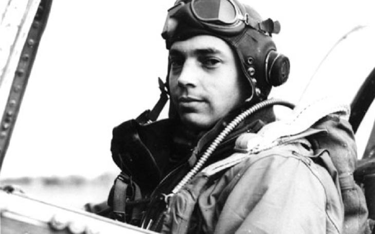 Bláznivý americký pilot pronásledoval ,,skopčáka&quote; pod Eiffelovkou a sestřelil ho