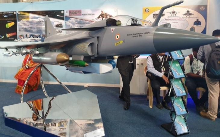 Indové ukázali podobu vylepšené varianty svého stíhacího letounu Tejas Mk 2