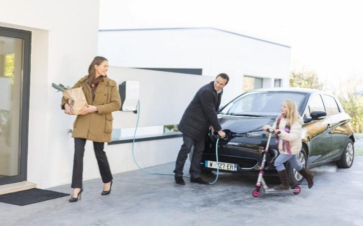 Elektromobil umí jezdit i za 50 haléřů na kilometr. Česko ale potřebuje rozsáhlejší síť dobíjecích stanic a podporu státu