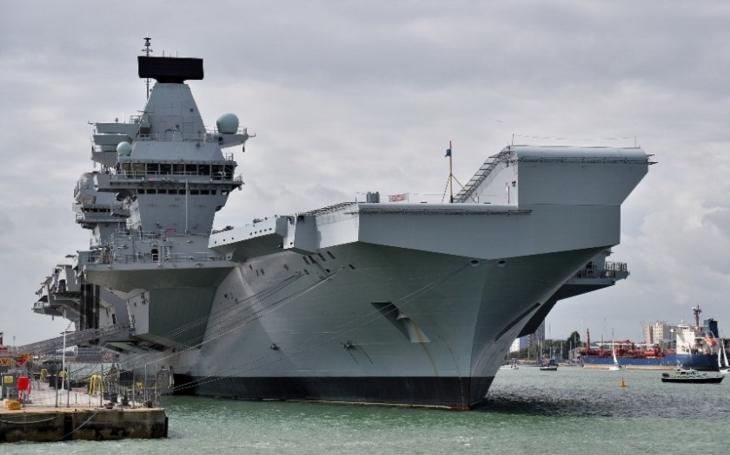 Letadlová loď HMS Queen Elizabeth jako symbol obnovy britské námořní síly