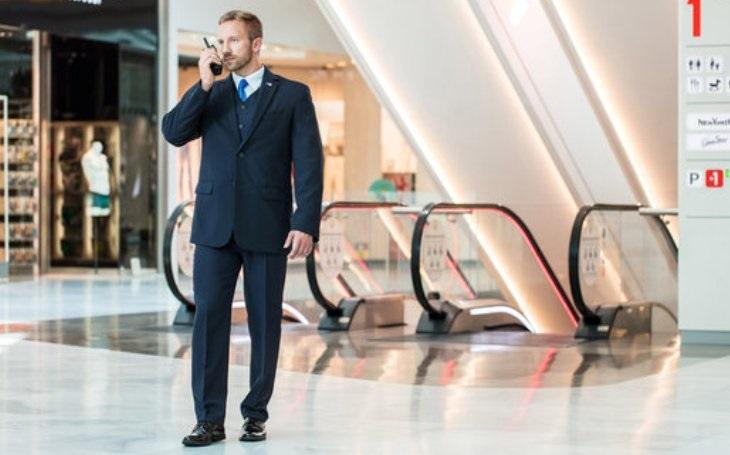 V kancelářských budovách putuje polovina provozních nákladů na služby jako technická správa, ostraha, úklid a opravy – jejich efektivní řízení dokáže ušetřit velké prostředky