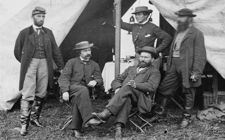 Pinkertoni: cesta od Abrahama Lincolna k Tigeru Woodsovi