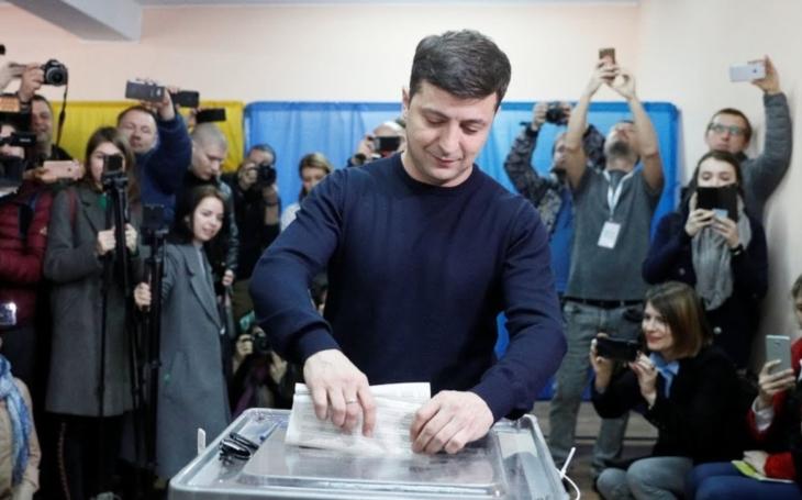 KOMENTÁŘ: Kam dál, Ukrajino? Do západních struktur zatím ne