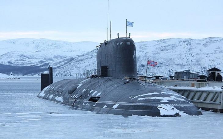 Ruská ponorka K-560 Severodvinsk odpálila střelu Kalibr z doku