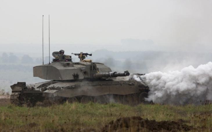 Britská armáda v problémech: Plánuje zásadnější redukci hlavního bojového tanku Challenger 2