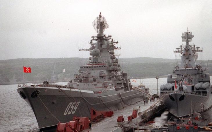 Rusko definitivně vyřazuje dva raketové křižníky třídy Kirov ze služby pro nedostatek financí. A jak to bude s letadlovou lodí Admiral Kuzněcov?