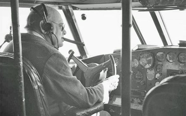 Winston Churchill během nejodvážnějšího letu druhé světové války zesměšnil Hitlerovu Luftwaffe