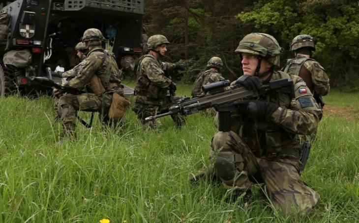 Kam s vysloužilými vojáky? Kurz obsluhy vysokozdvižného vozíku není řešením (komentář Lumíra Němce)