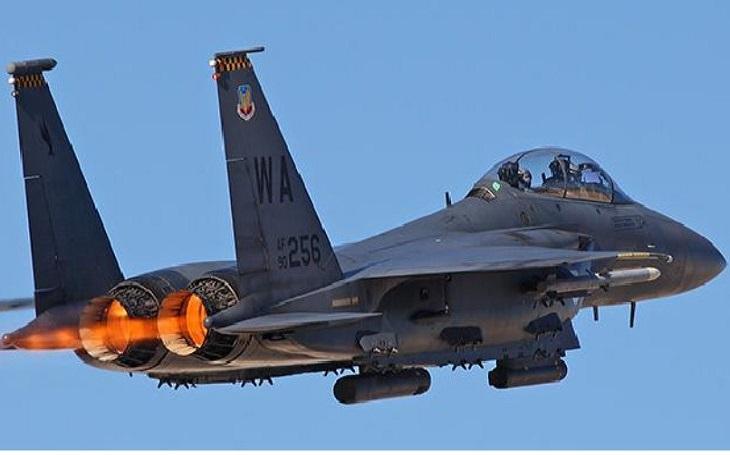 Jak pořídit 105 letounů F-35? Japonsko zvažuje prodej poloviny starších strojů F-15