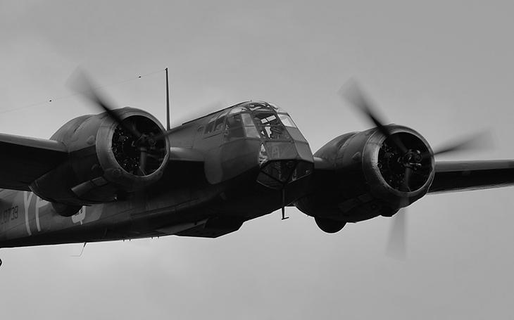Bitva o Británii - Jak palubní střelec Blenheimu dokázal pod palbou převzít kontrolu nad poškozeným bombardérem a přistát bez podvozku