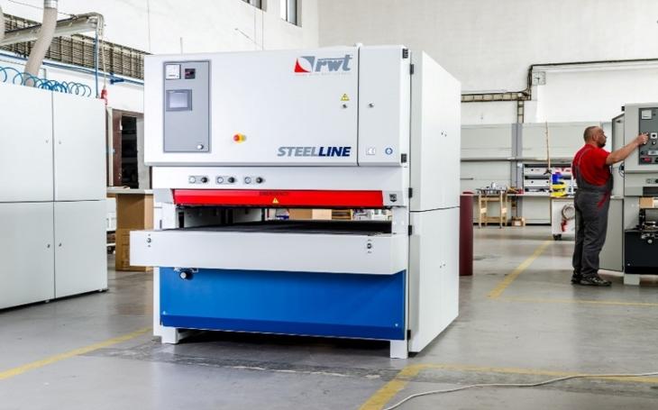 Čeští strojaři RWT expandují do Japonska. Zájem o stroje s komponenty od Schneider Electric mají automobilky a výrobci letadel