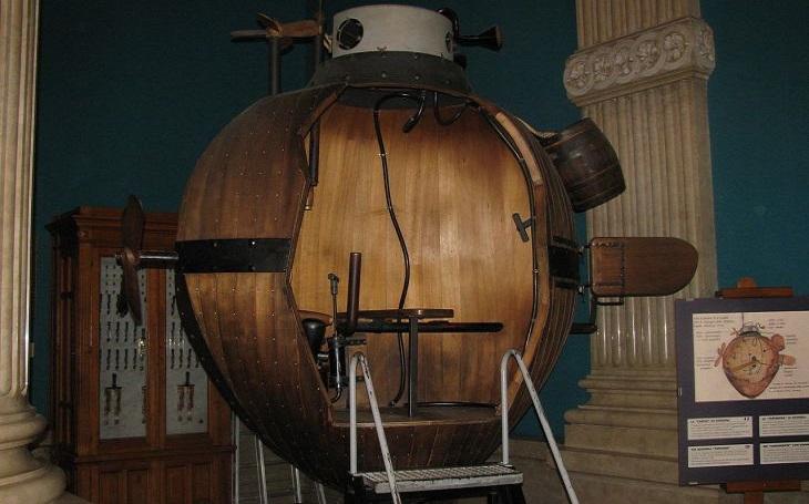 První ponorka se jmenovala Želva. Pokus o potopení britských lodi však skončil fiaskem