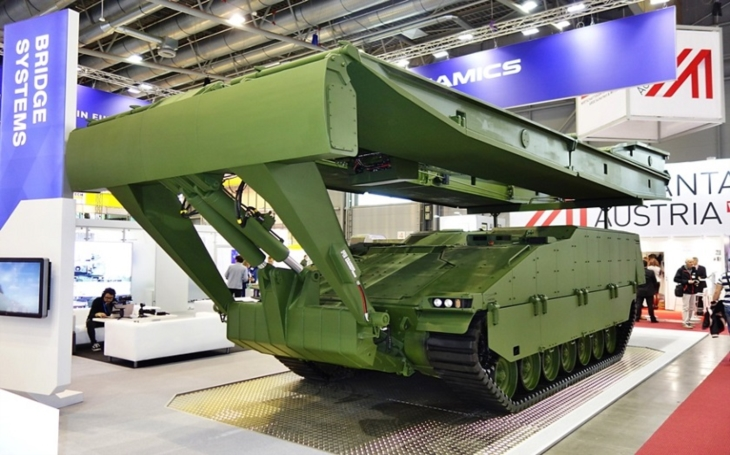 GDELS představuje na IDETu nejnovější provedení BVP ASCOD 42 a celou řadu mostních vozidel