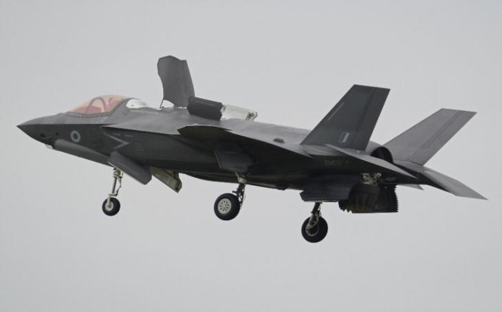 Čína čelí silnějšímu Japonsku, to mohutně posiluje své letectvo