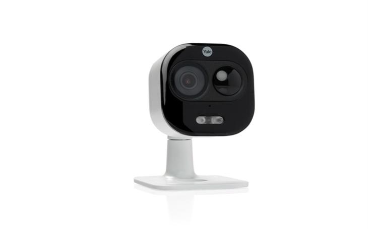 Yale uvádí bezpečnostní kameru se sirénou a reflektorem