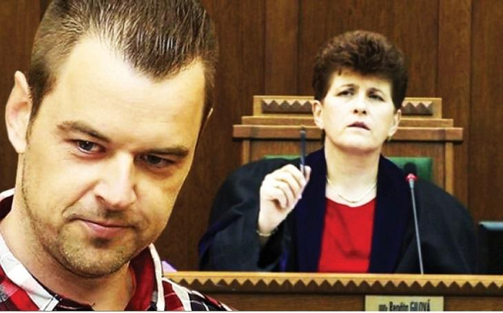 EXKLUZIVNĚ: Jak jsem našel svou ženu a dceru mrtvé. Unikátní nahrávka výpovědi Petra Kramného (vražda v Egyptě) před soudem. Posuďte sami: Udělal to?