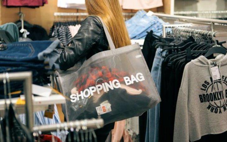 Více než polovina spotřebitelů je ochotna si připlatit za udržitelné produkty určené k opětovnému použití nebo k recyklaci, zjistil průzkum společnosti Accenture