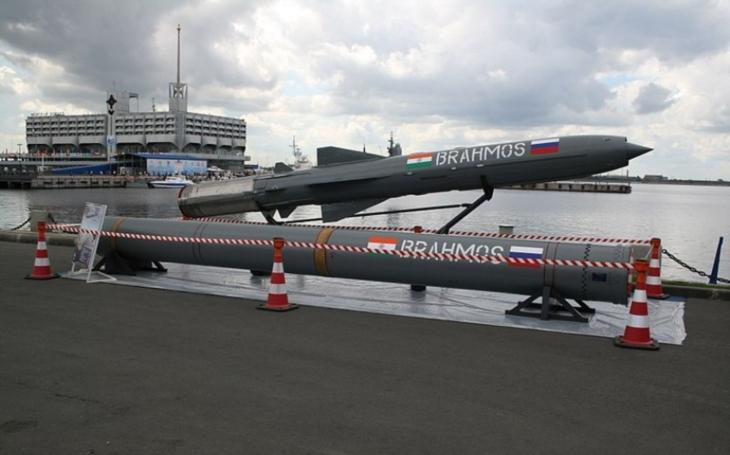 Vylepšená indicko-ruská nadzvuková raketa BrahMos zasáhne cíle na vzdálenost přes 500 kilometrů