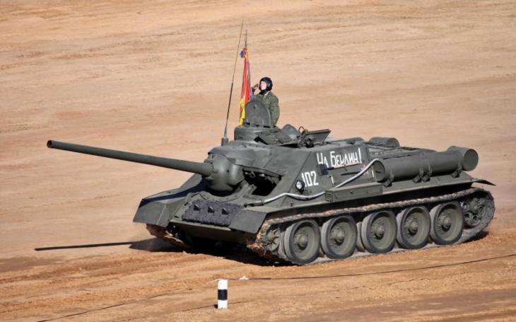 SU-100 - sovětský stíhač tanků, který byl lincenčně vyráběn i v Československu