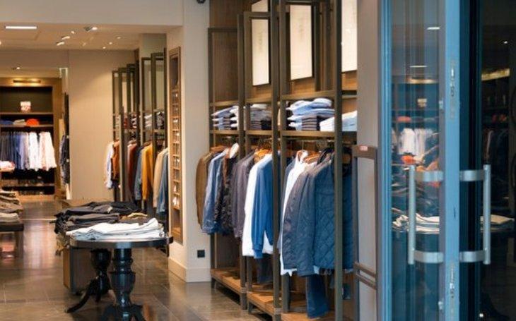 """Skleněné vitríny nejsou jedinou cestou, kudy zloději míří do obchodů. Příležitost si najdou v obchodních centrech i """"na ulici"""""""