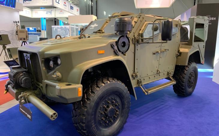 Bojové vozidlo Oshkosh JLTV - je to kandidát na ikonu tohoto století, říká armádní expert Jaroslav Macošek
