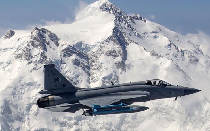 Pákistánské letectvo dostane padesát stíhacích letounů JF-17 Thunder Block III