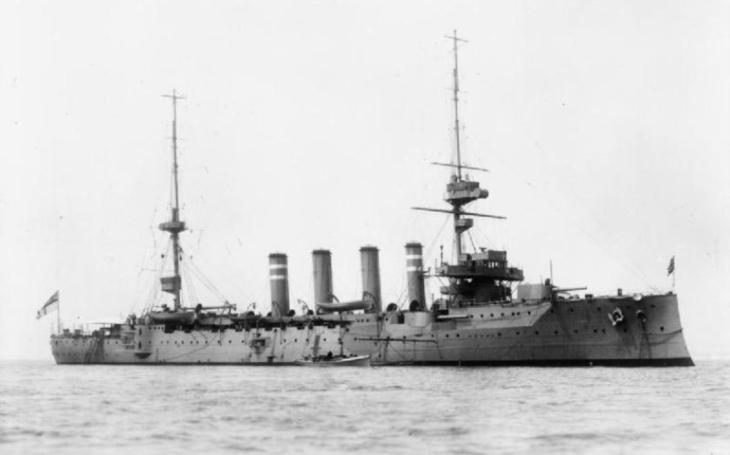 HMS Hampshire se potopila zradou búrského vojáka. Na její palubě byl i ,,otec&quote; koncentračních táborů