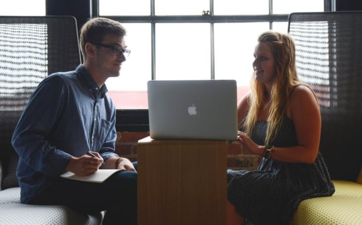 Internetové platformy jako pomocník při hledání práce v IT na dálku