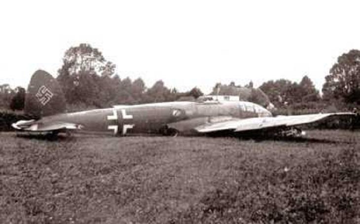 Anglický hospodský zajal čtyři Hitlerovi letce s pomocí pistole na hraní svého syna